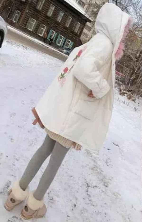 白色羽绒服配什么裤子 为所欲为百搭个性