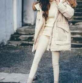 白色羽绒服搭配什么裤子 随心所欲的百搭创意