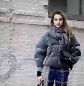羽绒服搭配什么围巾 双重保暖下的绚烂色彩