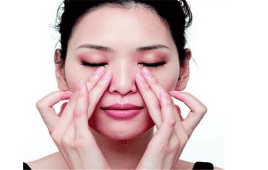 涂眼霜的正确手法