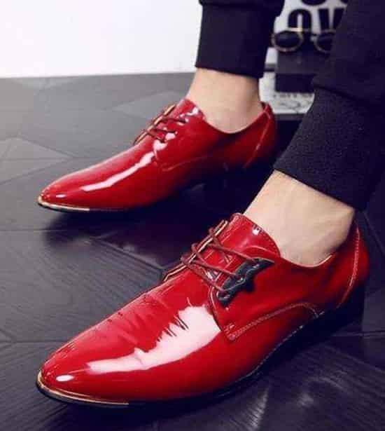 男士红色鞋子搭配全身 惹眼又帅气