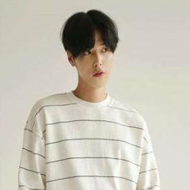 韩国少男中分发型时尚潮