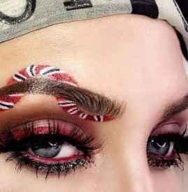 先贴双眼皮还是先画眼影 自然大方的眼妆