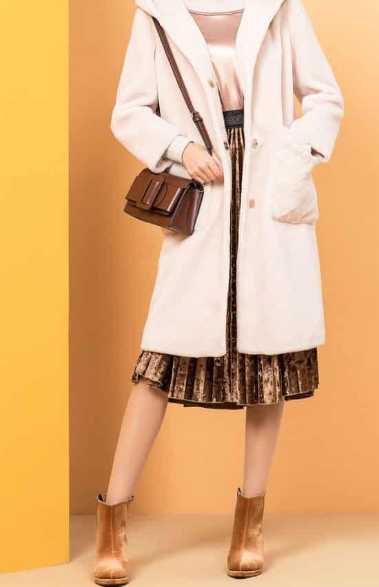 羊剪绒大衣搭配 杏色羊剪绒大衣大方甜美