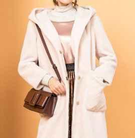 杏色羊剪绒大衣搭配 优雅温婉又保暖
