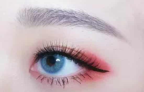 蓝色美瞳配什么眼影 春夏必备粉橘色眼影