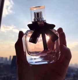 反转巴黎真假对比 看下包装闻下香味就知道真假了