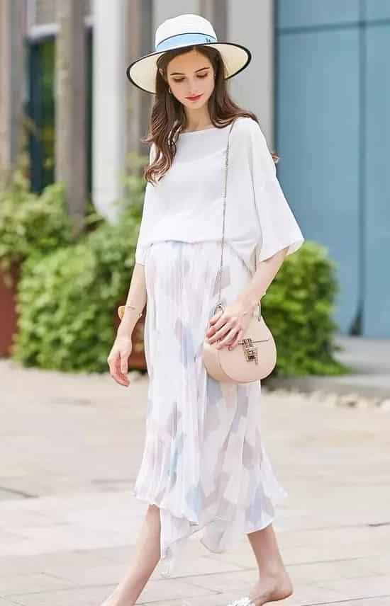 孕妇准妈妈穿衣搭配 宽松卡通T恤舒适休闲充满时尚