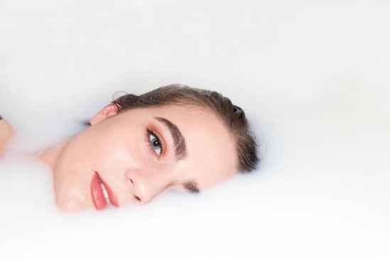 接了睫毛多久可以洗脸 6小时后才能碰水