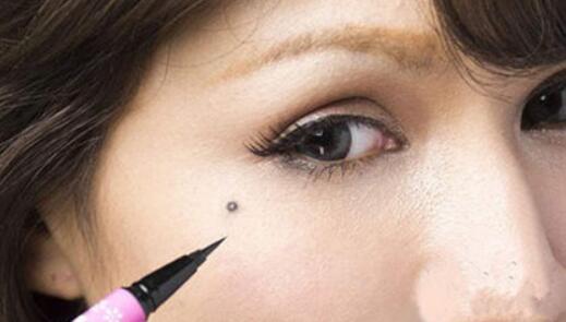 韩国眼角痣妆怎么化 眼角泪痣妆的绝命诱惑画法