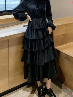 黑色蛋糕裙配什么鞋子 搭配帆布鞋合适大众女生
