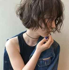 沙发发质的禁忌发型 你可千万别碰小卷发
