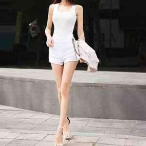 靚妞大愛 純美款白色熱褲