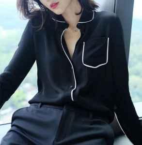女士黑衬衫的搭配