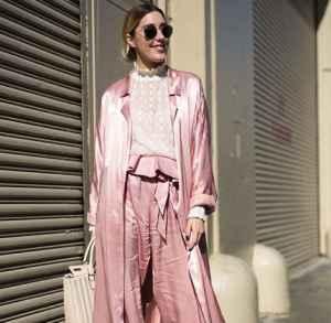 粉色衬衫下半身搭配