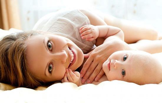 产后孕妇不可带美瞳 眼药水让母乳产生毒素
