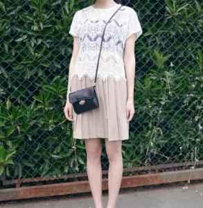 百褶短裙搭配