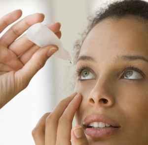 為什么滴眼藥水眼睛疼