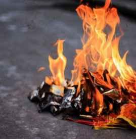 七月半在外地怎么燒紙 祭祀燒包注意事項