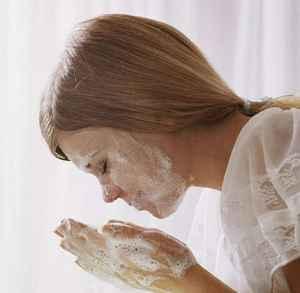洗面奶洗脸洗多久