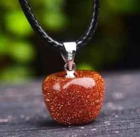翡翠蘋果吊墜的寓意 送翡翠蘋果吊墜的含義是什么