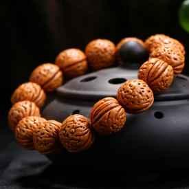 核桃手串的寓意 象征着平安幸福、和睦康泰