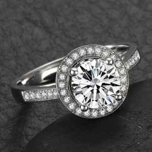 钻石群镶的好处和特点 群镶钻戒的类型有哪些