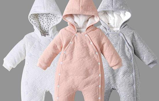 冬天宝宝穿连体衣好还是分体衣好