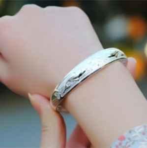 银镯子一般带几个 什么人不适合戴银手镯