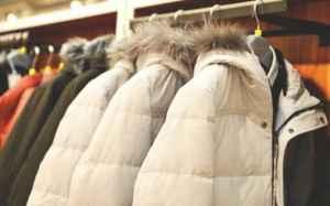 羽絨服可以放在太陽底下暴曬嗎 羽絨服的正確晾曬方式