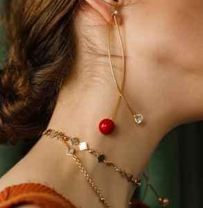 项链和锁骨链的区别 其实锁骨链也是项链的一种