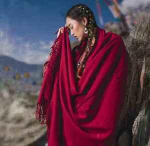 羊绒围巾的好处与优点 快买一条羊绒围巾送给自己吧