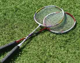 羽毛球拍3u4u5u什么意思 羽毛球拍越轻越好吗