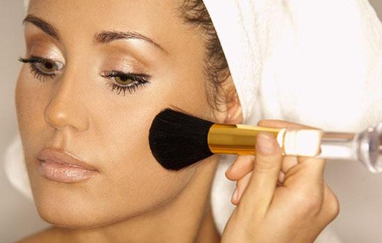 年会主持人妆容眼妆怎么花 其实很简单