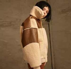 羊羔毛和羽绒服哪个暖和 寒冷冬季应该买什么