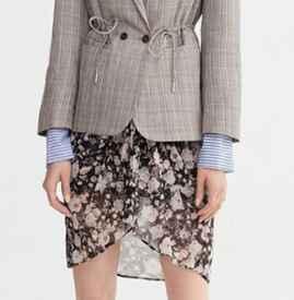 小西装可以搭配什么裙子 这些潮搭不可错过