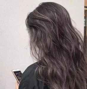染发后多长时间适合烫 同时染烫不提倡