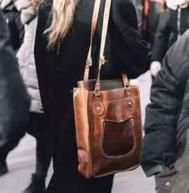 棕色包包适合什么年龄 深受各大时尚博主的喜爱