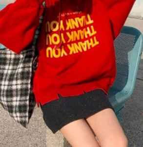 红色卫衣配什么裙子 卫衣混搭裙装的完美效果