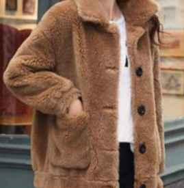 咖啡色羊羔毛外套配什么颜色毛衣女 时尚咖啡色让气质满分