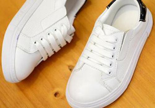 白鞋子怎么晒不会发黄 你晒对了吗  白鞋子晾干后发黄怎么办  白鞋子深受喜爱