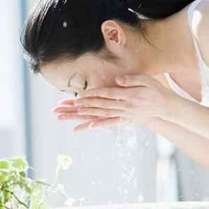 清水洗脸的正确方法不用洗面奶 清水洗脸的优点