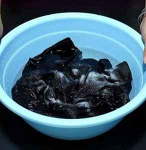 黑衣服严重掉色还能穿吗 试试这些方法拯救你的衣服