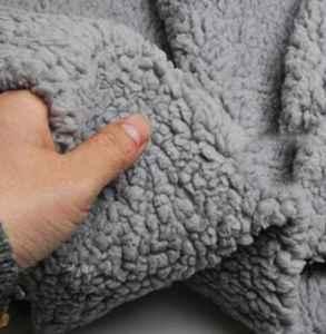 羊羔绒的衣服能机洗吗  这样做才能保护你的羊羔绒衣服