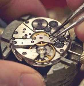 机械表几点不能有四个顶级高手调时间但他最后一句话 机械表这样做才对