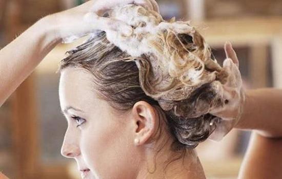 【美天棋牌】烫完头发可以用梳子梳吗 烫完头发可以用梳子