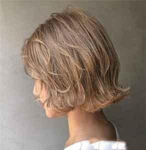 染头发发根与发尾颜色不一样怎么处理 怎么解决爆顶问题