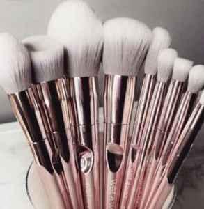 化妆刷能用美妆蛋清洗液洗吗 不会清洗很可能会烂脸