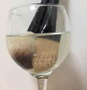 化妆刷能用卸妆水洗吗 化妆刷清洗的注意事项