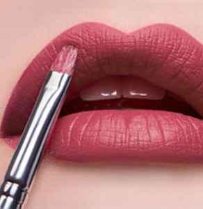 新的唇刷要用温水泡多久 使用唇刷的注意事项有哪些